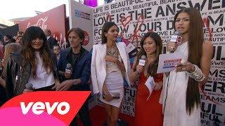 Kendall&Kylie Jenner - Red Carpet Interview (2013 AMAs)