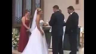 العريس ما نجمش يشد روحو من الضحك , قمة الاحراااااج ههههههه